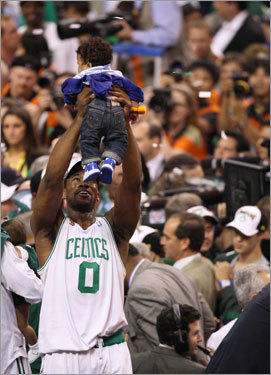 Leon Powe (0) celebrated with his son after the game.